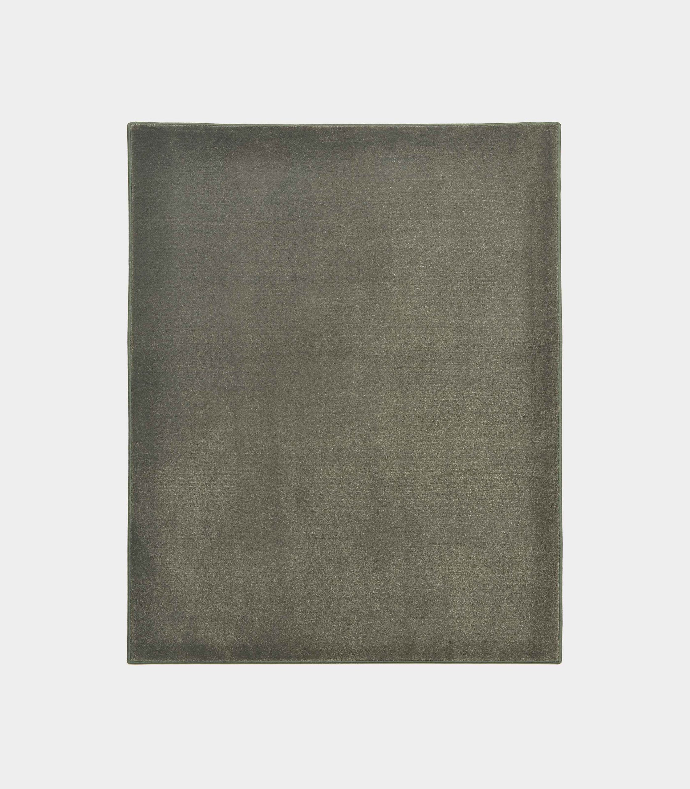"""Solid"" middle olive green rug in monocolor fabric loopo milano design F"