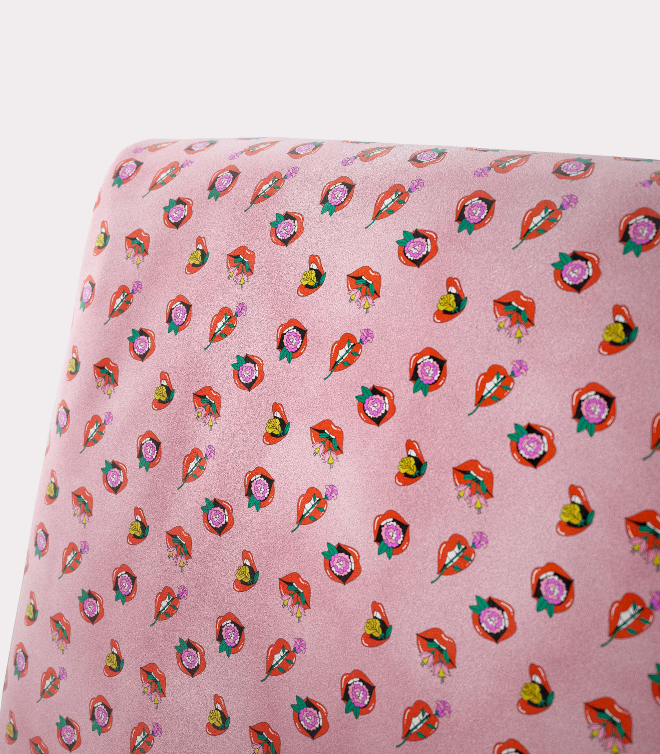"""Armchair with """"Mouths and flowers"""" pattern loopo milan design Z"""