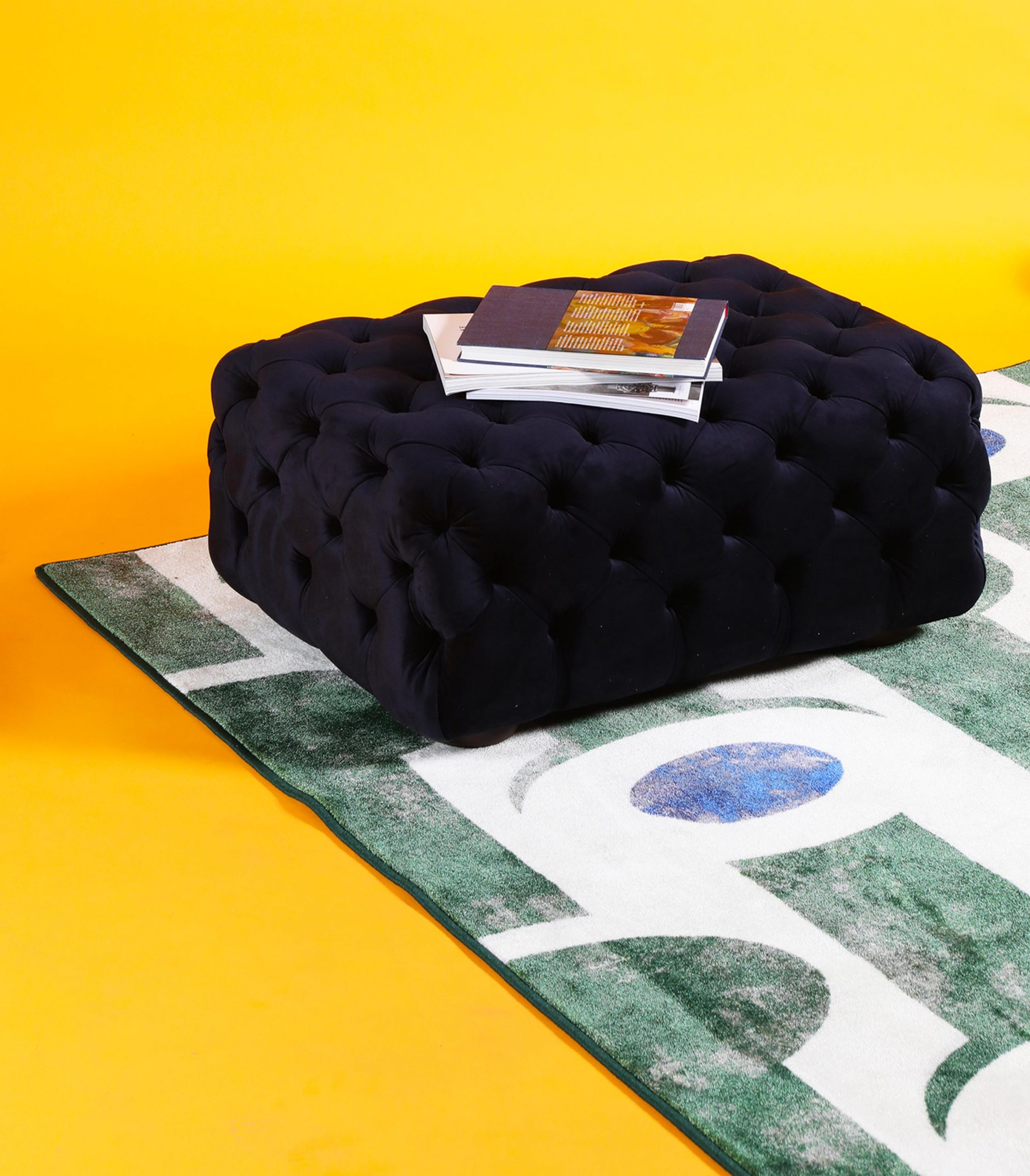 tappeto abstract verde e pouff capitonné loopo milano design F